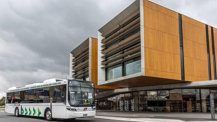 Photo of LVBL Volvo B5L bus outside the Latrobe City Moe Library and Service Centre. Photo Credit: Volvo